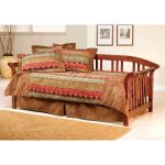 Country Pine Daybed with Roll Out Trundle – Dorchester