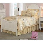 Off-White Victorian Full Size Bed – Westfield