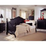 Onyx Black Classic Traditional Daybed – Town & Country